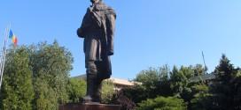 """Lume puţină şi nicio oficialitate la comemorarea lui Liviu Vasilică – Florin Vasilică: """"Pe toţi i-a luat de pe străzi şi le-a dat o pâine să mănânce şi niciunul nu este aici acum…"""""""
