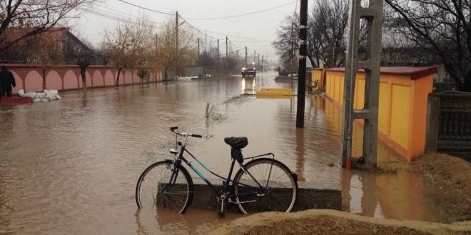 Inundațiile fac ravagii în Teleorman. Mai multe râuri se află sub avertizare hidrologică