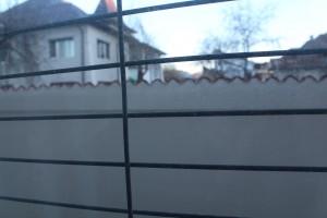 gardul vazut din casa