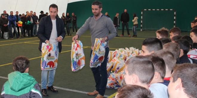 Vali Badea și Sorin Paraschiv, Moși pentru micii fotbaliști de la Young Steaua Alexandria