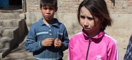 """Campanie umanitară. Doi copii abandonați se luptă pentru a rămâne împreună: """"Am văzut-o pe mama acum o lună, când a venit să ne ia alocațiile"""""""