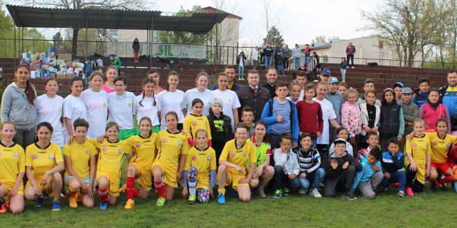 Meci de fotbal caritabil. Fetele de la Universitatea Alexandria au jucat pentru copiii de la Trivalea Moșteni