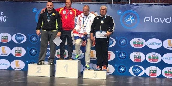 Attila Szabo a luat medalia de aur în Bulgaria și a rămas campion mondial la lupte