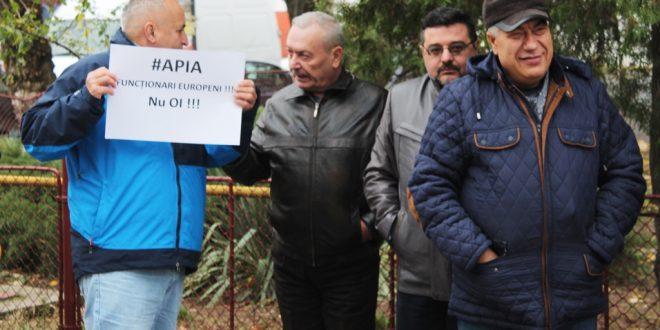 Angajații APIA au ieșit, fără Coman, la protest