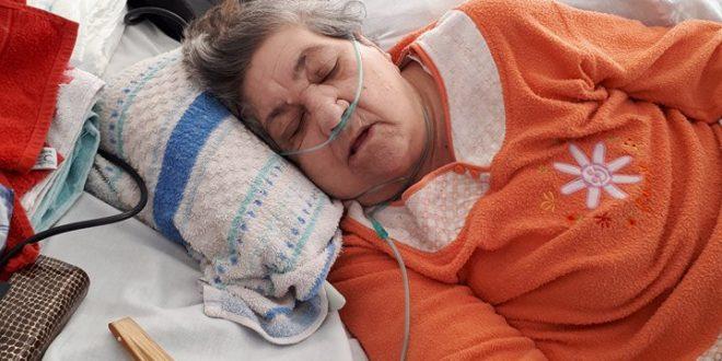 """În timp ce medicii și asistentele se uită la televizor, în Spitalul din Turnu Măgurele se moare pe bandă rulantă: """"Băi, aici suntem pe câmp? Moare mama și nu vine nimeni!"""""""