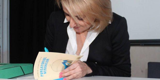Dialogurile ROMBEL, la Bruxelles. Carmen Dumitrescu a lansat cărțile Avatar și Purgatoriul Nebunilor în prezența românilor iubitori de frumos din Diaspora