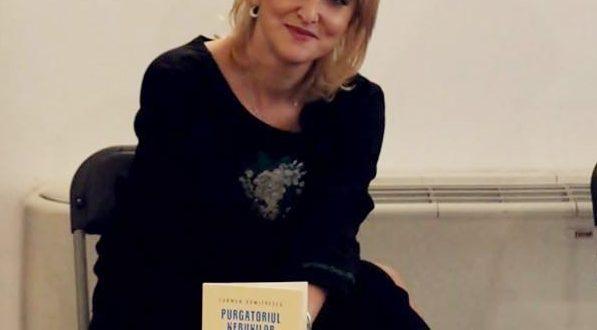 """Carmen Dumitrescu, lansare de carte la Drobeta: """"Să citiți această carte ca pe o glumă și să aveți puterea de a râde până a final"""""""