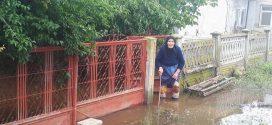 300 de curți și 60 de case inundate la Țigănești