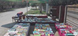 """Povestea teleormăneanului care a scos cărțile pe uliță – Relu Voicu: """"Tot ce îmi doresc să fac e să-i împrietenesc pe copii cu cărțile!"""""""