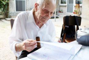 """De-o vârstă cu România. Eroul de război Simion Gârlea, la 100 ani: """"Îi mulțumesc lui Dumnezeu pentru această vârstă"""""""