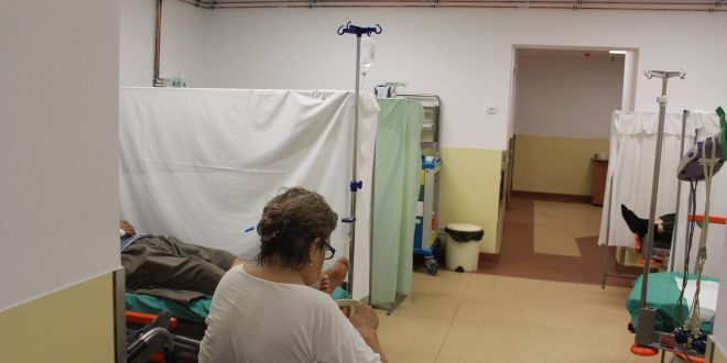 """Curiosul caz al pacientului venit """"de acasă"""" cu bacteria periculoasă în spitalul care a raportat-o recent pe lenjerii…"""
