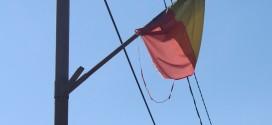 Deşteaptă-te, române, că nu e prea târziu, şi apără drapelul, că ăştia nu prea ştiu!