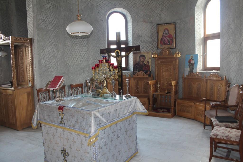 Altarul manastirii