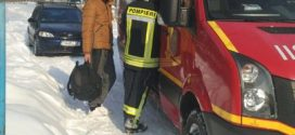 Pentru că în Teleorman deszăpezirea se face la câteva zile după ninsoare, pompierii muncesc în plus