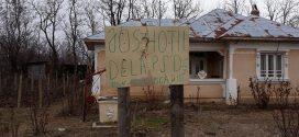 Gest incredibil de curaj: un teleormănean a afișat în propria curte o pancartă prin care cere căderea hoților din PSD!